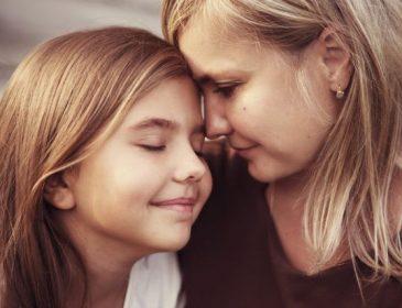 «Ты достойна любви!»: 11 вещей, которые должен рассказать каждая мама своей доченьке
