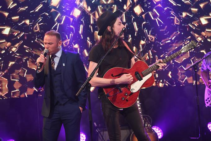 Руни и Невилл выступили на музыкальной сцене