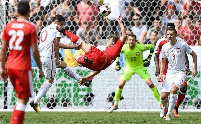 Польша становится первым четвертьфиналистом Евро после победы над Швейцарией