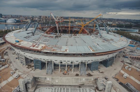 В России ветер сорвал крышу строящегося стадиона к ЧМ-2018