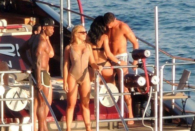 Роналду перед Евро-2016 оттянулся на яхте с полуголой брюнеткой