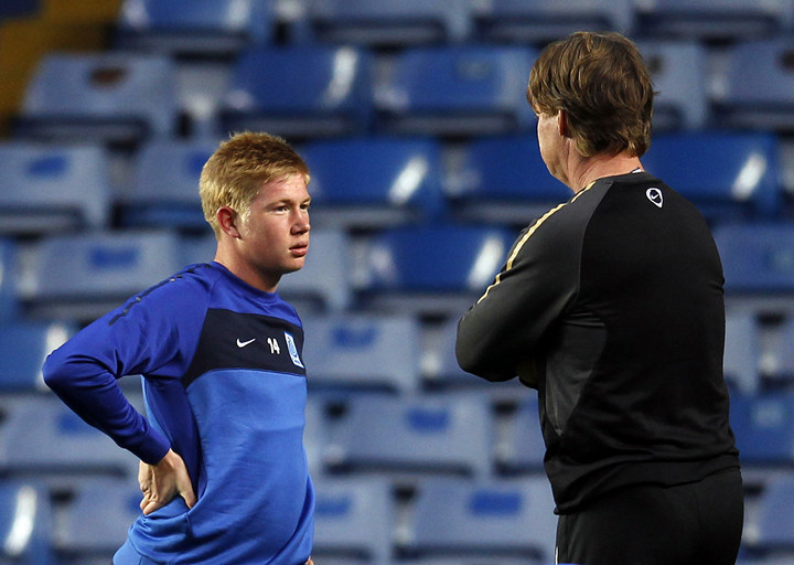 KRC Genk's coach Mario Been (R) talks to Kevin De Bruyne during a team training session at Stamford Bridge in London October 18, 2011. KRC Genk will face Chelsea in their Champions League group E soccer match on Wednesday in London.    REUTERS/Eddie Keogh (BRITAIN - Tags: SPORT SOCCER) - RTR2ST10
