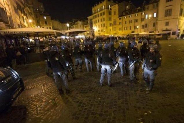 Английские фанаты устроили беспорядки в центре Марселя