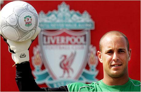 Голкипер «Ливерпуля» сломал руку об голову своего защитника