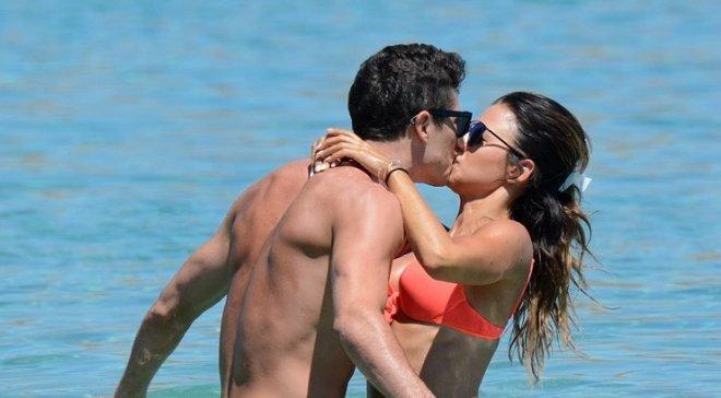 Левандовски с женой отдыхает на Миконосе – жаркие фото