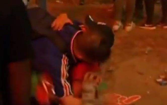 До слез: маленький болельщик сборной Португалии утешил француза после финала Евро-2016