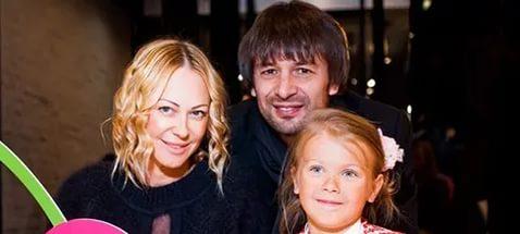 Шовковский заявил, что экс-жена незаконно вывезла ребенка за границу