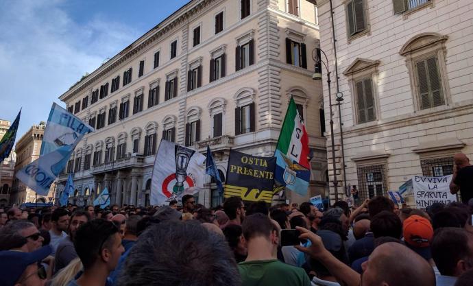 5000 болельщиков «Лацио» вышли на протест против президента клуба