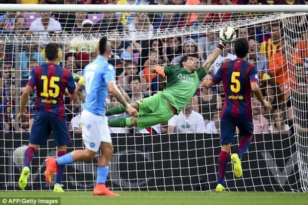 Официально. «Барселона» продала своего основного вратаря
