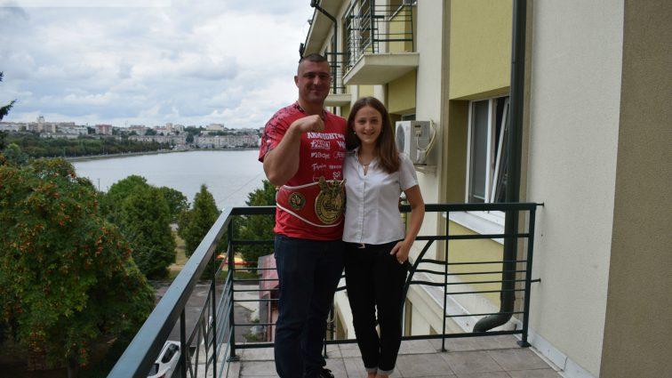 Чемпион мира по армрестлингу Андрей Пушкарь: «Мою жену зовут Света, она свет в моей жизни» (ВИДЕО)
