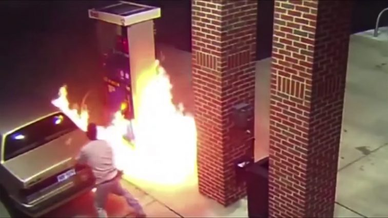 Этот парень хотел убить паука, а в итоге поджег всю заправку