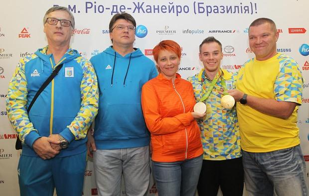 Олимпийского чемпиона Верняева встретили в аэропорту «Борисполь» с военным оркестром