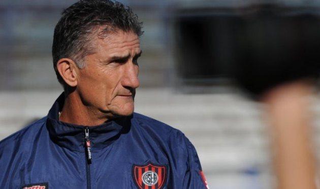 Новым тренером сборной Аргентины по футболу назначен Эдгардо Баусу