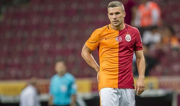 Нападающий Лукас Подольски завершил карьеру в сборной