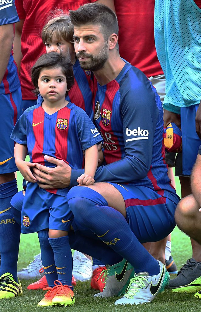 Gerard Pique with his children, Sasha and Milan, during La Liga match between F.C. Barcelona v Betis, in Barcelona, on August 20, 2016.  (Photo by Urbanandsport/NurPhoto via Getty Images)