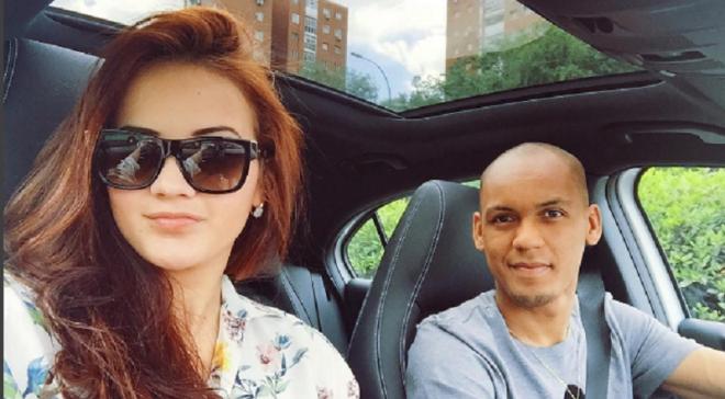Шикарная жена Фабиньо намекнула на переход игрока в МЮ
