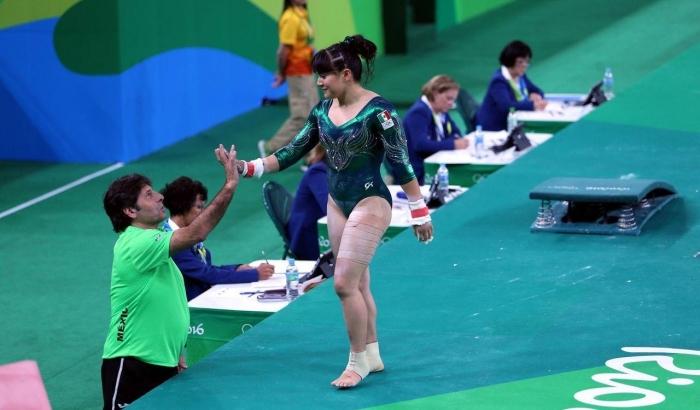 Пловца-пышку на Олимпиаде заменила гимнастка-пончик (ВИДЕО)