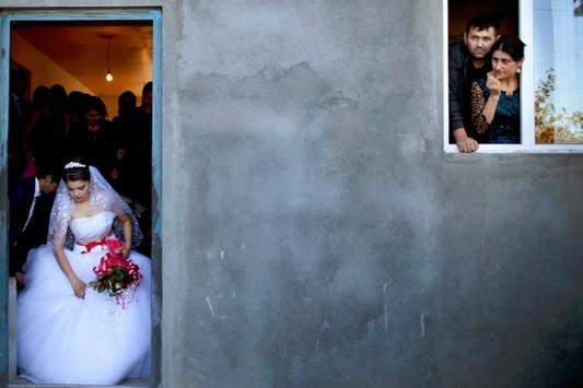 Фотограф показала, как в Грузии выдают замуж несовершеннолетних девушек