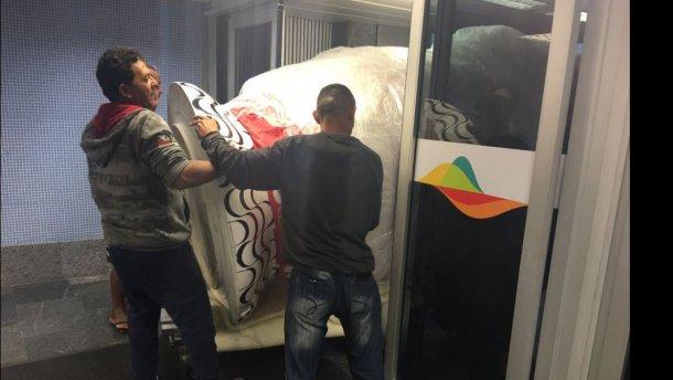 Курьез дня: российские олимпийцы не могли вылететь из Рио из-за огромной матрешки