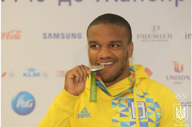 Олимпийского призера в «Борисполе» встретил министр