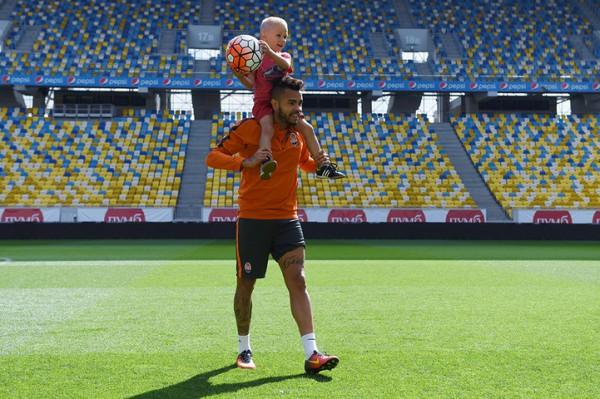 Степаненко и еще 3 игроков «Шахтера» сыграли с детьми в футбол на «Арене Львов»