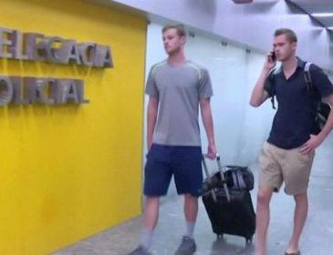 Ограбленных пловцов США сняли с самолета в Рио