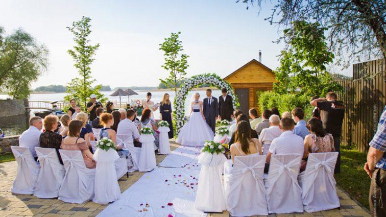 Вместо 50 приглашенных на его свадьбу пришло 15 человек. Вот почему это произошло …