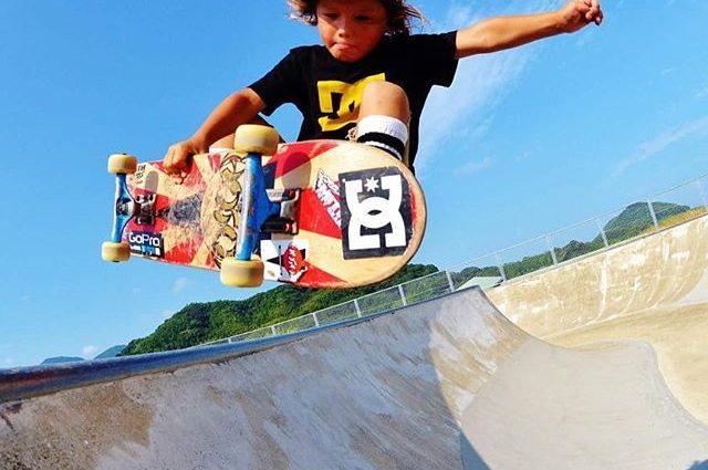 8-летняя японская скейтбордистка выступает на профессиональных соревнованиях