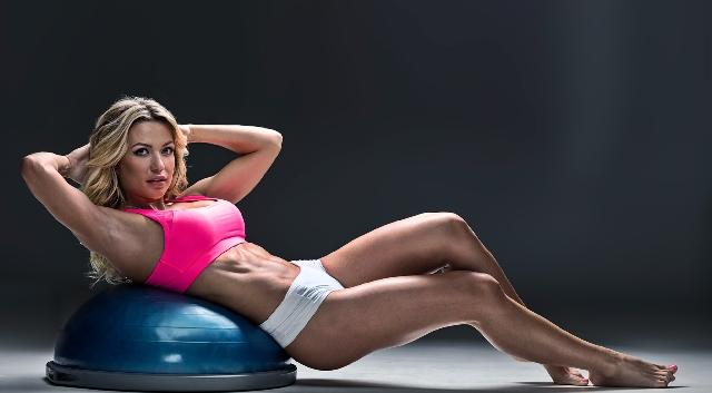 Известная  чемпионка бикини опозорилась ужасным внешним видом без макияжа
