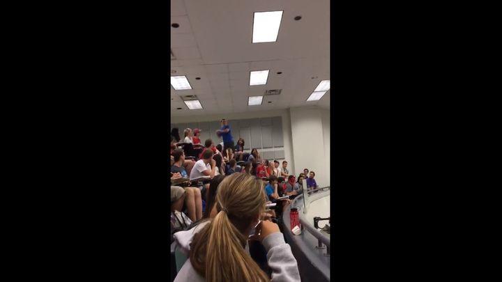 Студент подорвал соцсети невероятным броском на пару, тем самым заработав всей группе «зачет» «(видео)
