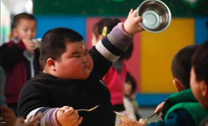 10-летний ребёнок весил 230 кг (видео)