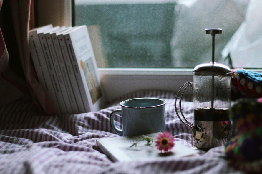 Cozy-coffee-and-books-923cca