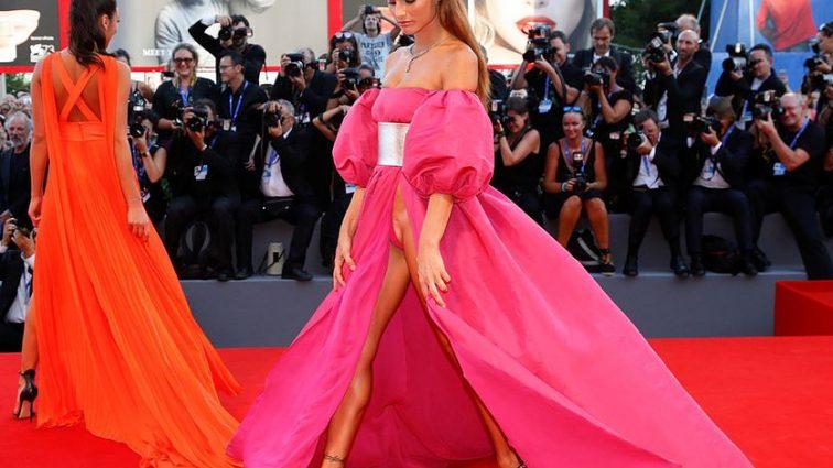 Итальянские модели пришли на премьеру религиозного фильма без нижнего белья (фото 18+)