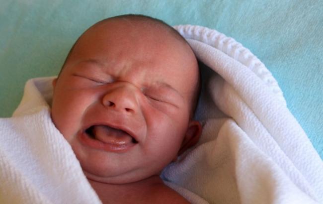 Пьяная мать бросила младенца в бармена