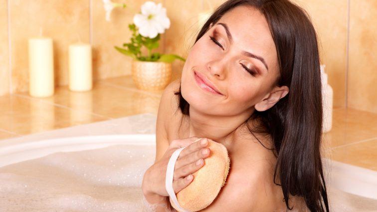Дерматологи рекомендуют перестать пользоваться мочалками: это вредно для здоровья