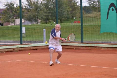 Это невероятно! На чемпионате мира по теннису Украину представляет … 92-летний дедушка