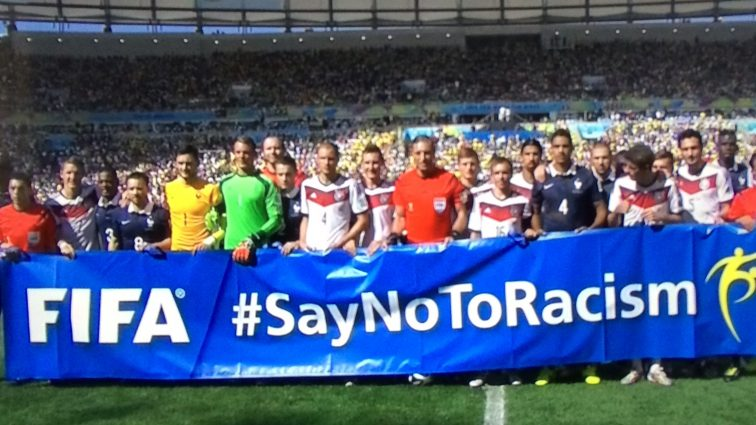 В ФИФА больше не будут бороться с расизмом