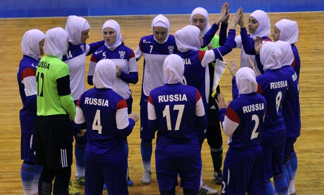 Женская сборная России по футзалу играет в хиджабах (ФОТО)