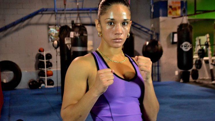 Нокаут на 44-й секунде чемпионского боя в женском боксе (видео)
