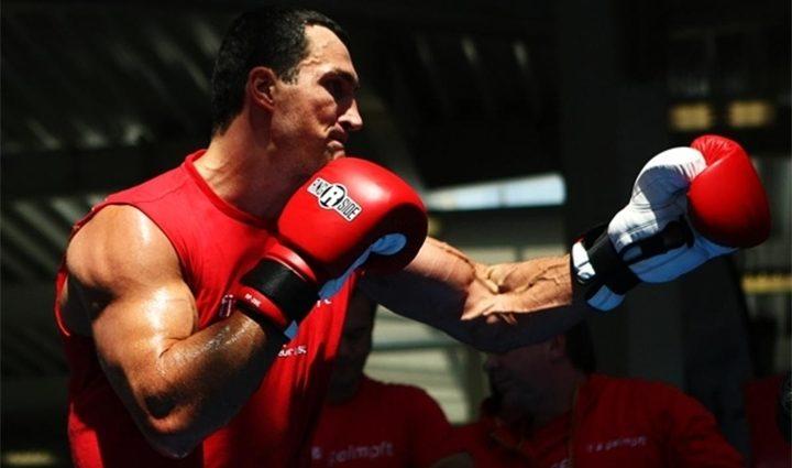 Американский боксер снял трусы, чтобы вписаться в свою весовую категорию (видео)