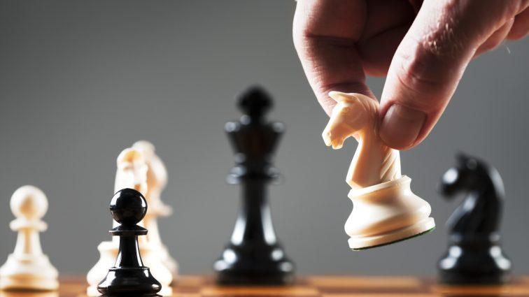 Украинец выиграл шахматный турнир на одном из британских островов (ФОТО)