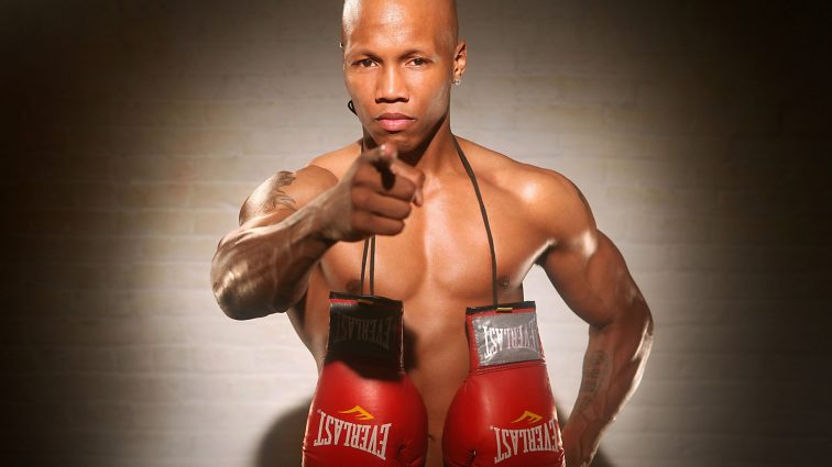 Экс-чемпион мира по боксу обвиняется в домашнем насилии