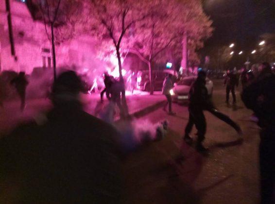 Месиво между фанатами в Одессе: в ход пошли камни, файеры, газ