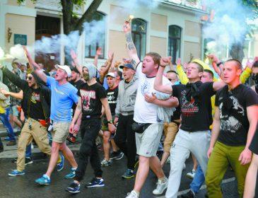 Футбольные фанаты со всей Украины прошлись по Одессе маршем единства