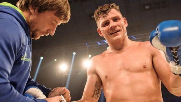 Украинский боксер одержал очередную уверенную профессиональную победу