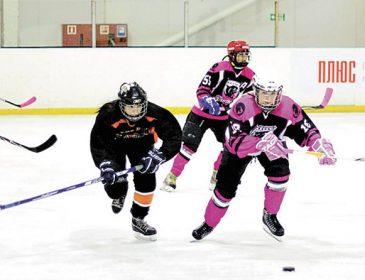 Трус не играет в хоккей: в Украине прошел женский чемпионат из мужского вида спорта