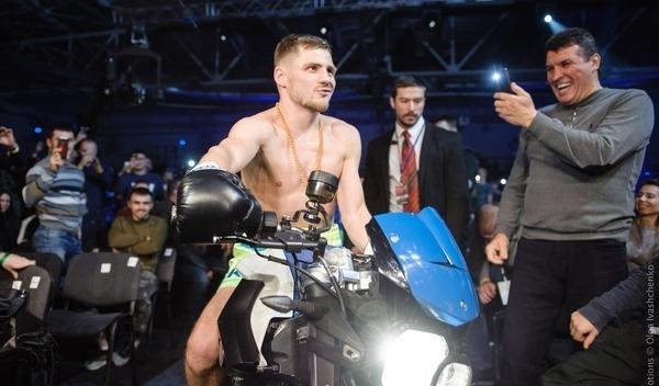 Украинский боксер феерично появился на ринг