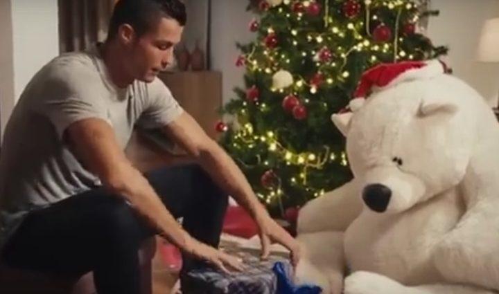 Криштиану Роналду остался «один дома» на Рождество (ВИДЕО)