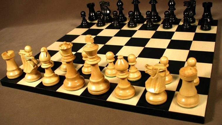 Норвежец обыграл россиянина и отстоял титул чемпиона мира по шахматам