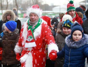 Бывший тренер «Динамо» прогулялся в костюме Деда Мороза